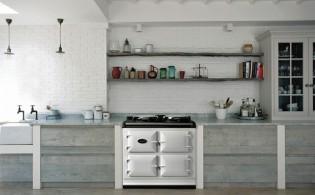 Ouderwets gasfornuis in een moderne keuken