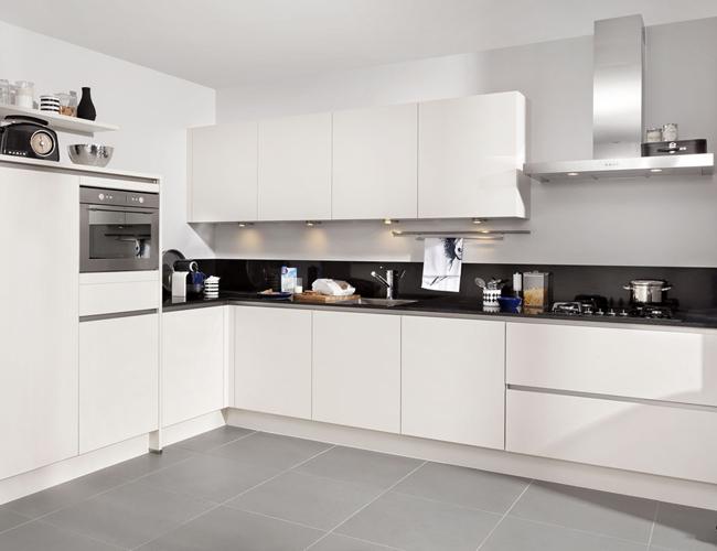 Inbouw Stopcontact Keuken : Achterwand voor je keuken nodig? zo voeg je een spatrand toe.